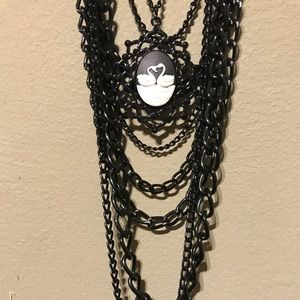 Jewelry - Swan cameo black necklace